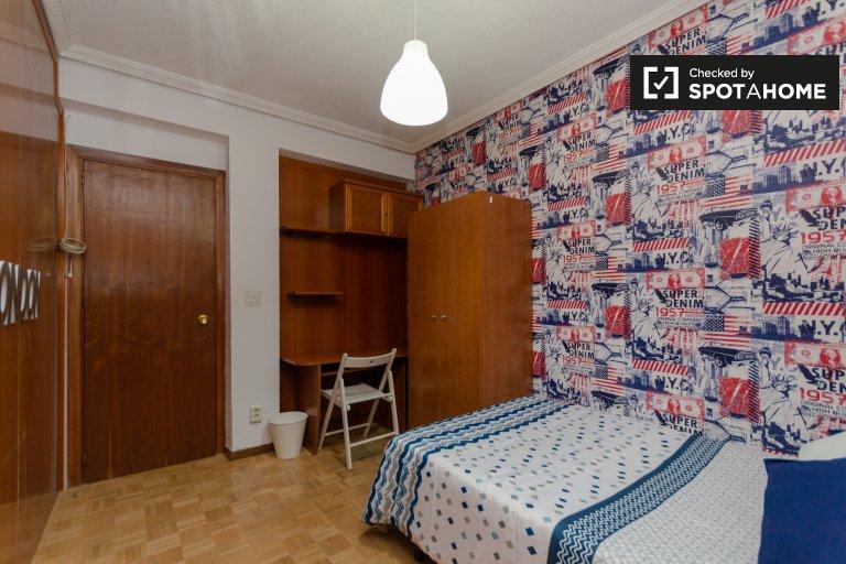Se alquila habitación doble, apartamento de 6 dormitorios, Alcalá de Henares