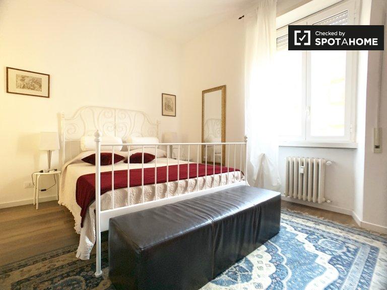 Habitación cómoda en alquiler en el apartamento de 3 dormitorios, Portuense, Roma.