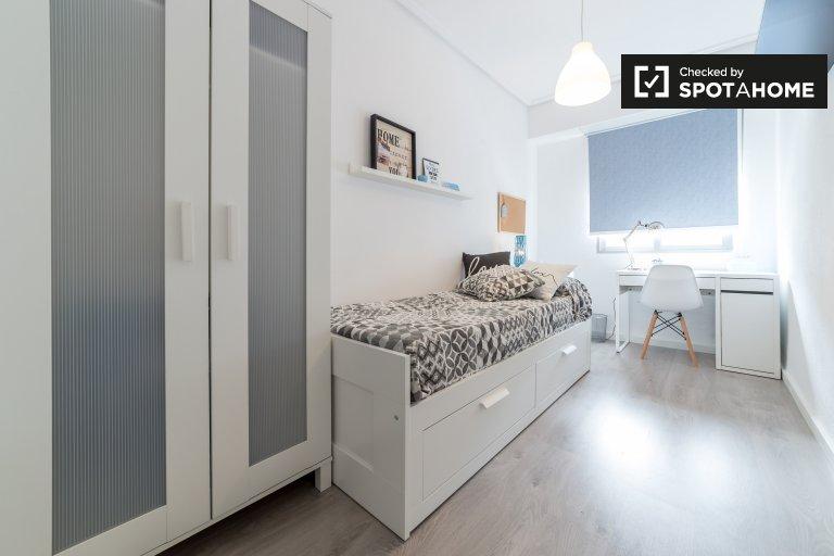 Algirós, Valensiya'daki 4 odalı bir daire bulunan dekore edilmiş oda