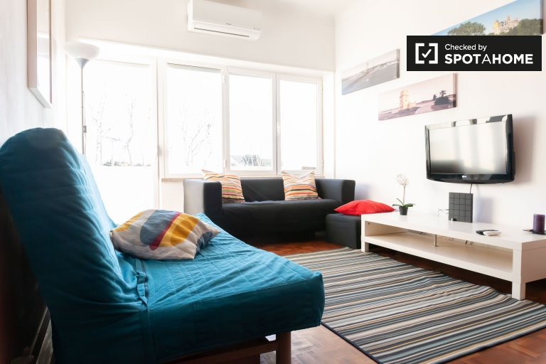 Helle 2-Zimmer-Wohnung zur Miete in Parede, Lissabon