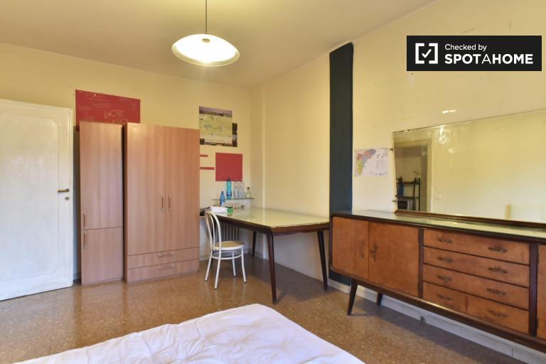 Przestronny pokój w apartamencie z 4 sypialniami w Trieście w Rzymie