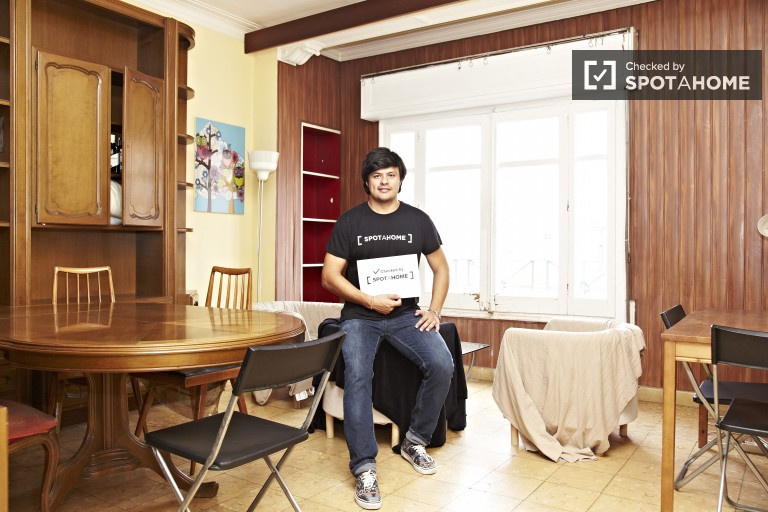 Single interior room (bedroom 5)
