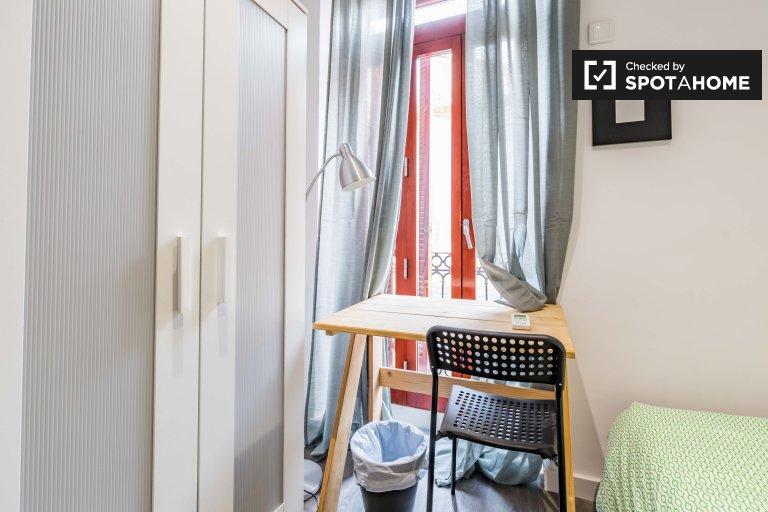 Room for rent in 3-bedroom apartment, Ciutat Vella, Valencia