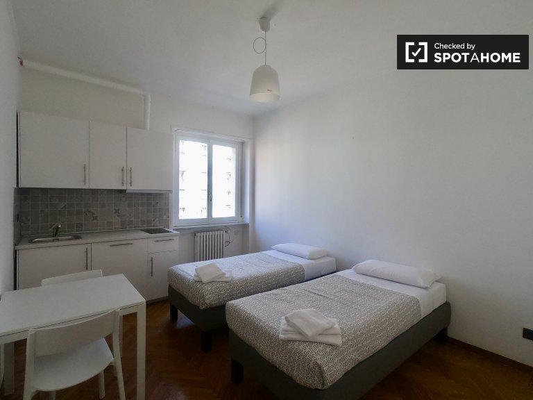 Camera moderna in appartamento con 3 camere da letto a Band Nere, Milano