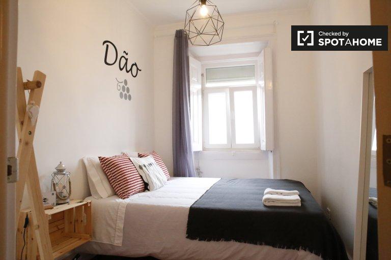 Przytulny pokój w 6-pokojowym apartamencie w Alcântara, Lizbona