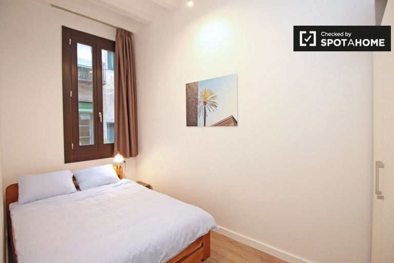 Relaxing room in 5-bedroom apartment in El Raval, Barcelona