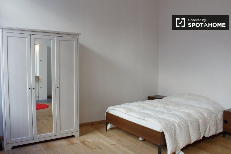 Petit salon à louer dans un appartement de 3 chambres à coucher, Ixelles