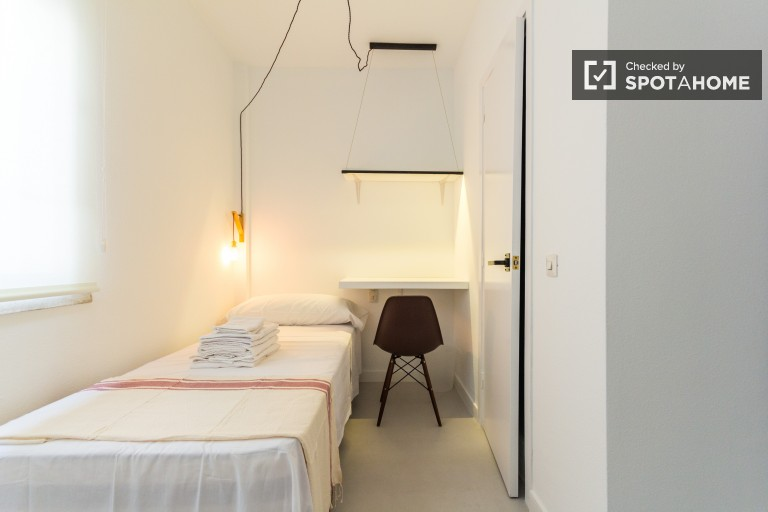 Single Bed in En-suite rooms in a fantastic residence hall in Chueca, all utilities and gym membership included