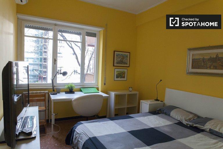 Habitación central en apartamento en Villa, Roma