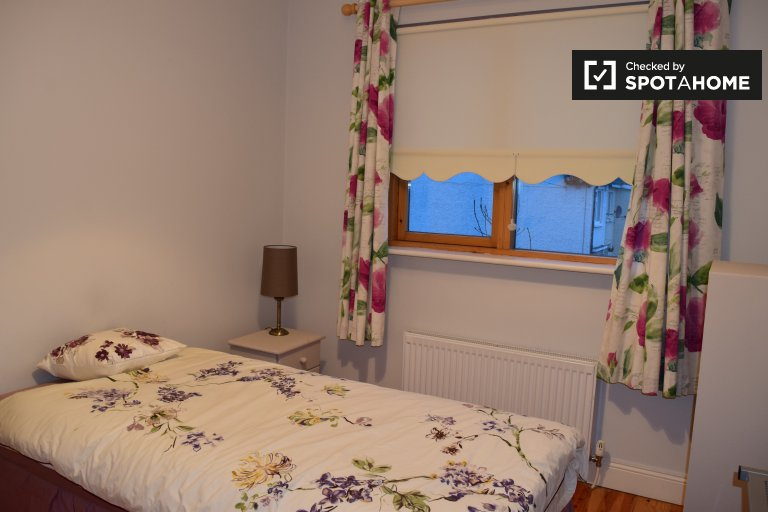 Single Bed in Rooms for rent in charming 4-bedroom house in Churchtown