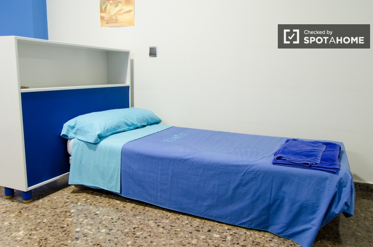 Single Bed in Student rooms for rent in a vibrant residence hall next to the University of Valencia, all utilities included