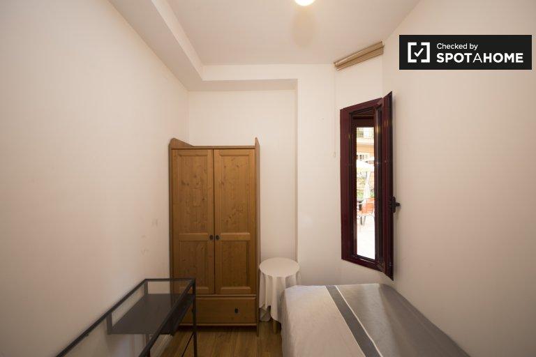 Room for rent in Legazpi, Madrid