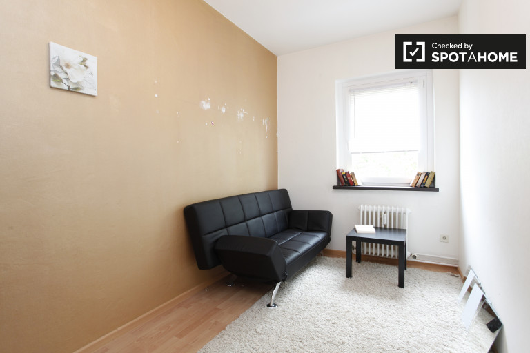 Double Bed in Rooms for rent in stylish 3-bedroom apartment in Reinickendorf