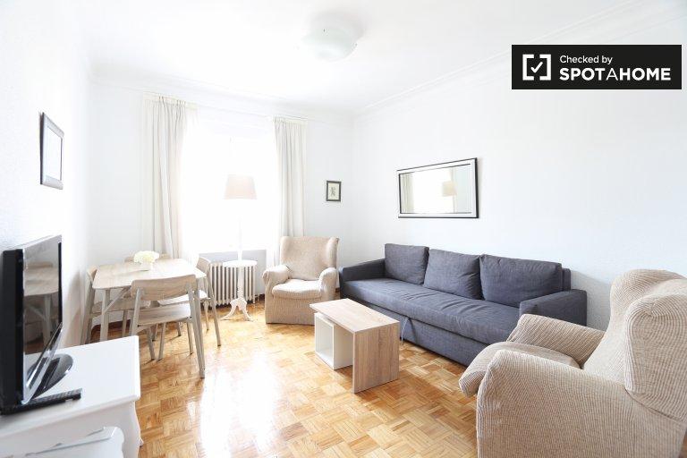 3-pokojowe mieszkanie do wynajęcia w Fuente del Berro w Madrycie