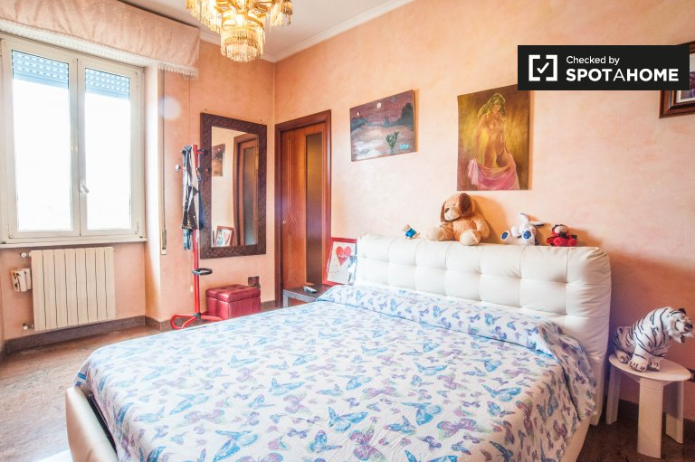Luxury room in 3-bedroom apartment in Tor Tre Teste, Rome