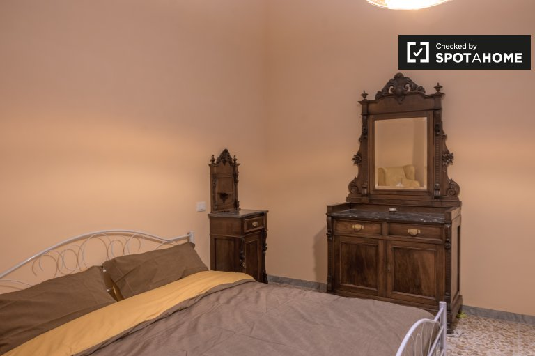 Cozy room in 4-bedroom apartment in Novoli, Florence