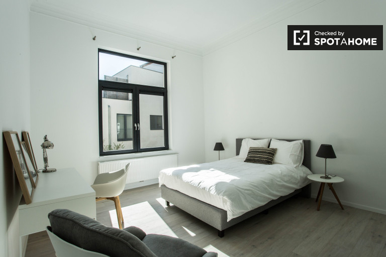 Private room in apartment in Woluwe, Brussels