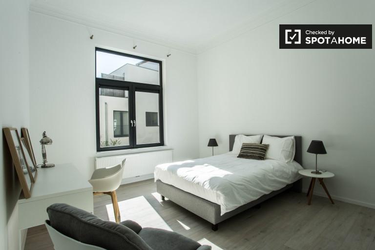 Chambre privée dans l'appartement à Woluwe, Bruxelles