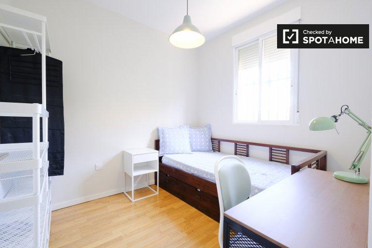 Camera esterna in appartamento con 2 camere da letto a Carabanchel, Madrid