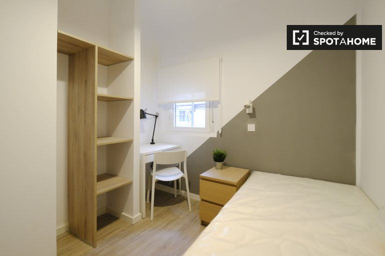 Renovated room for rent in 3-bedroom apartment in Getafe