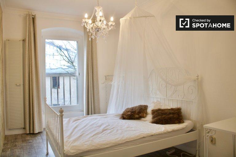 Room in apartment with 4 bedrooms in Spandau, Berlin