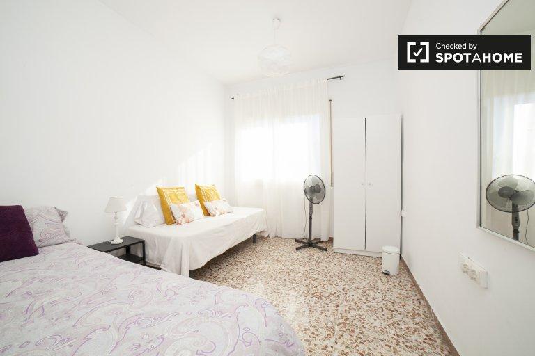 Helles Männerzimmer in 3-Zimmer-Wohnung in Poblenou