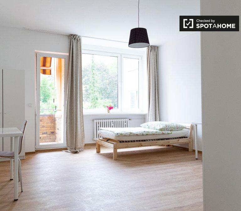 Cama para alugar em apartamento com 5 quartos, Reinickendorf