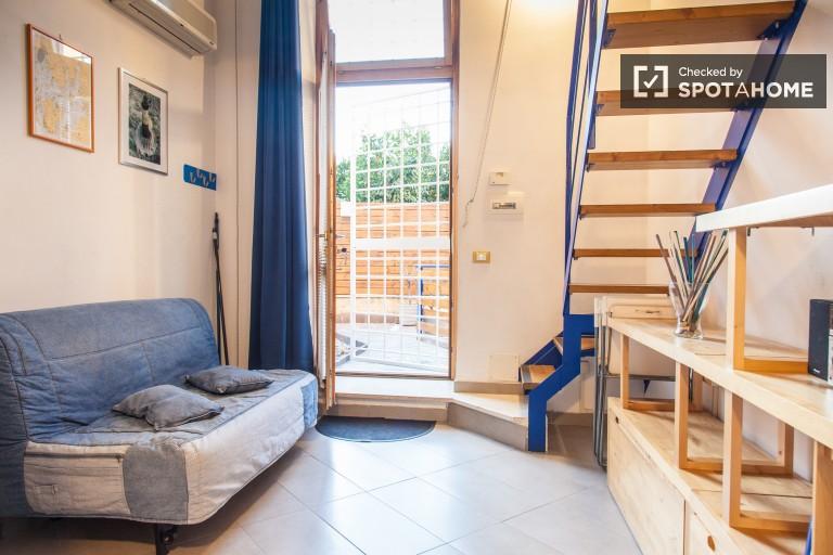 Renoviertes Studio-Wohnung mit Garten zu vermieten in Rom