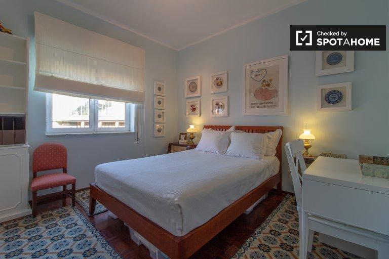 Espaçoso quarto para alugar, apartamento de 4 quartos, Oeiras, Lisboa