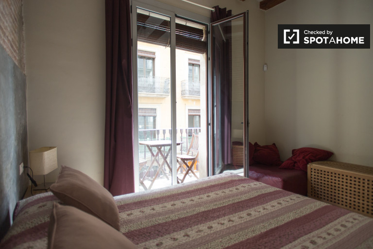 Beautiful room in 5-bedroom apartment in El Raval, Barcelona