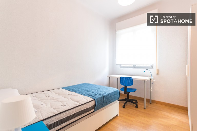 Single Bed in 6 Rooms for rent near Atocha train station, all utilities included
