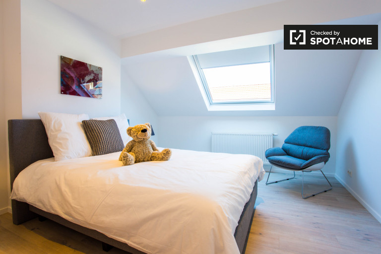 Excellent room in apartment in Woluwe, Brussels