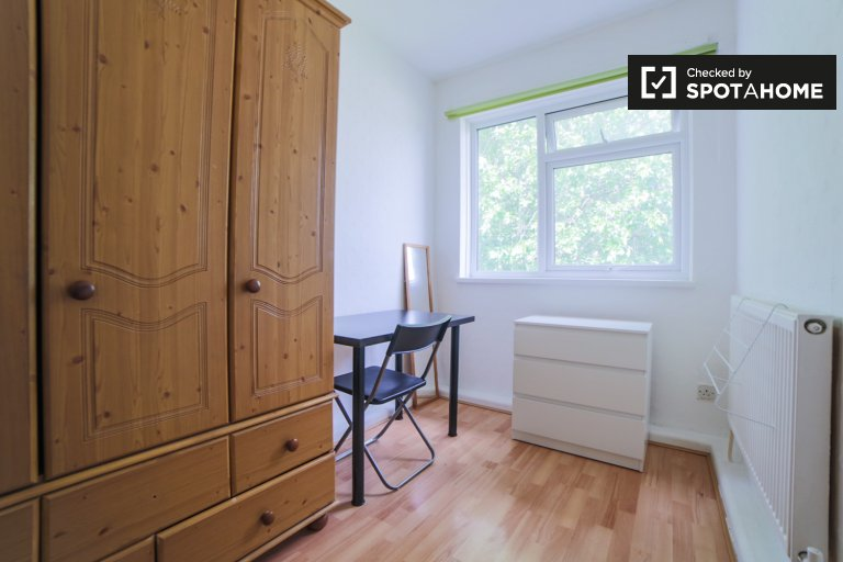 Charming room to rent in Bow, London