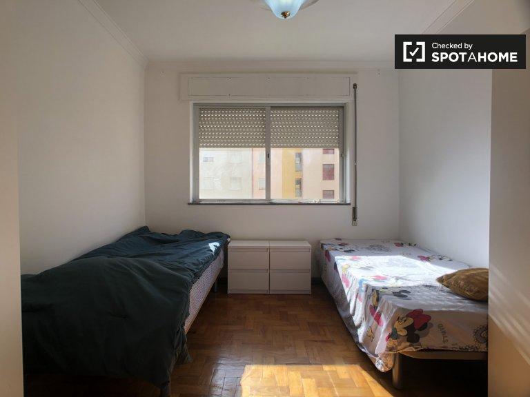 Lizbon, Caparica'daki 3 yatak odalı dairede kiralık oda