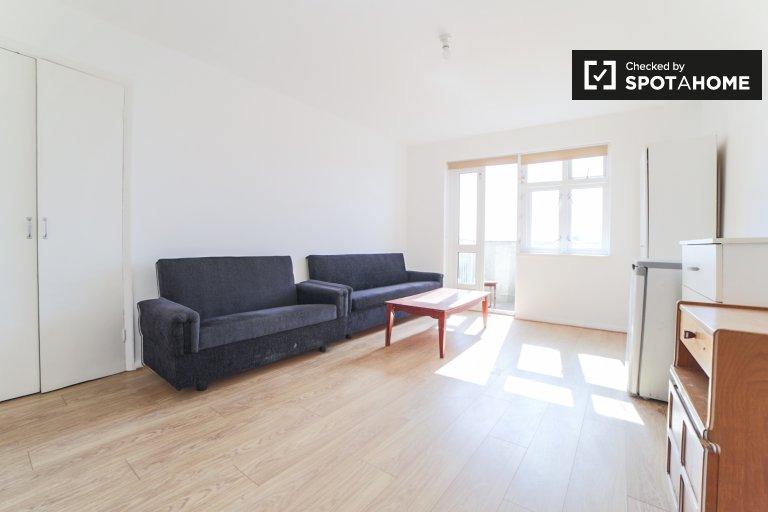 Ciche mieszkanie z 3 sypialniami do wynajęcia w Dagenham w Londynie