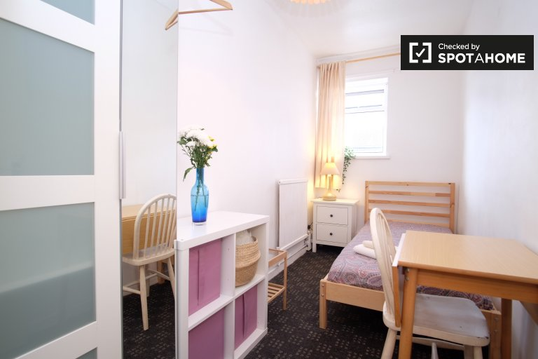 Exterior room in 5-bedroom flat in Newham, London