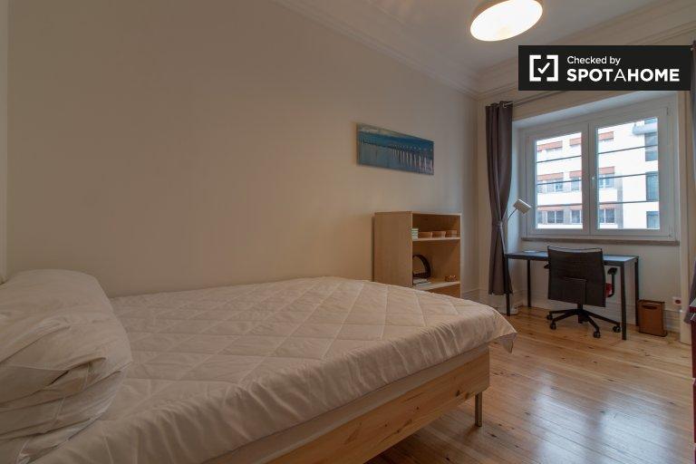 Modern room for rent in 10-bedroom apartment Avenidas Novas