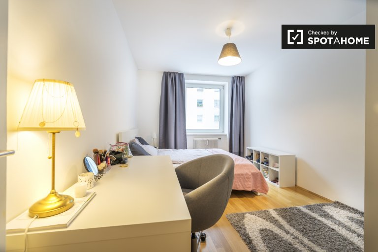 Double Bed in Gorgeous room to rent in apartment near Mariahilfer Strasse