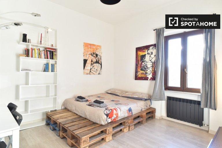 Se alquilan habitaciones en un apartamento de 3 dormitorios - Tor Pignattara, Roma