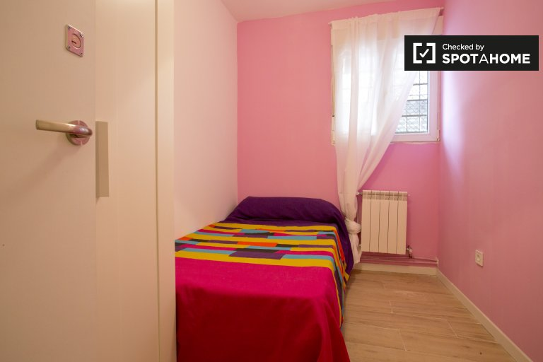 Bright room for rent in Aluche, Madrid
