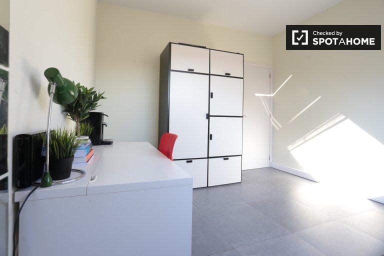 Chambre dans un appartement de 4 chambres à louer à Anderlecht, Bruxelles
