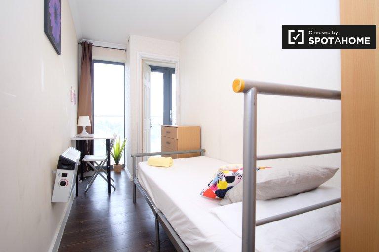 Chambre confortable dans un grand appartement de 4 chambres à Acton, Londres