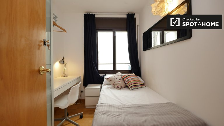 Schickes Zimmer in 5-Zimmer-Wohnung in El Raval, Barcelona