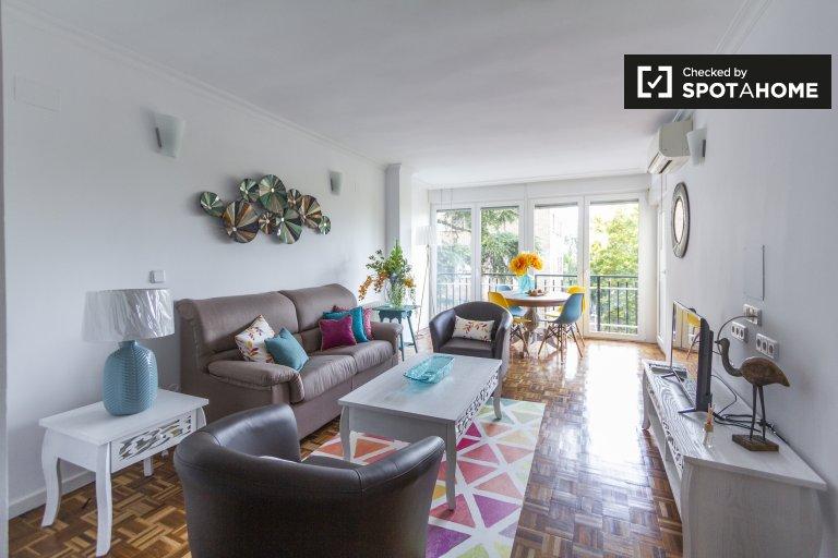 Confortável apartamento de 4 quartos para alugar em Príncipe Pío