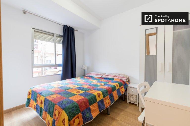 Jasny pokój do wynajęcia w apartamencie z 3 sypialniami, Poblats Marítims