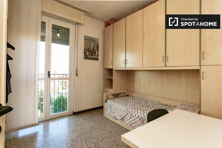 Stanza in affitto in appartamento con 3 camere da letto a Comasina, Milano