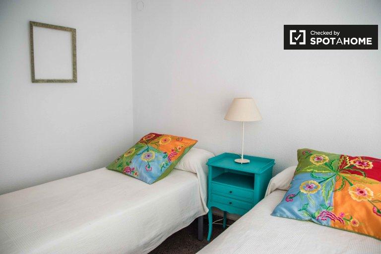 Cozy room in 3-bedroom apartment in Extramurs, Valencia