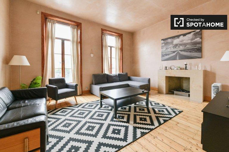 3-bedroom flat to rent in Earl's Court, London