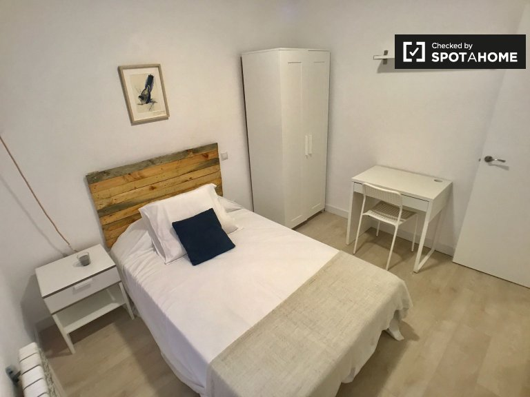 Modern room for rent in 4-bedroom apartment in Tetuán