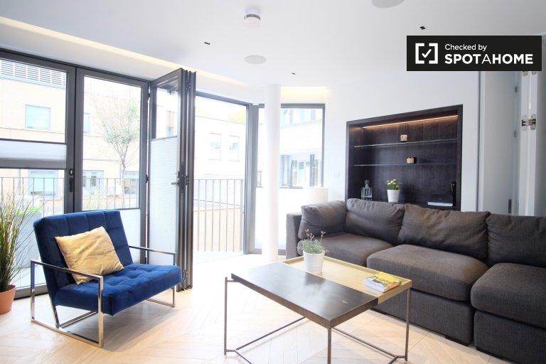 Stylish 3-bedroom apartment to rent in Camden, London